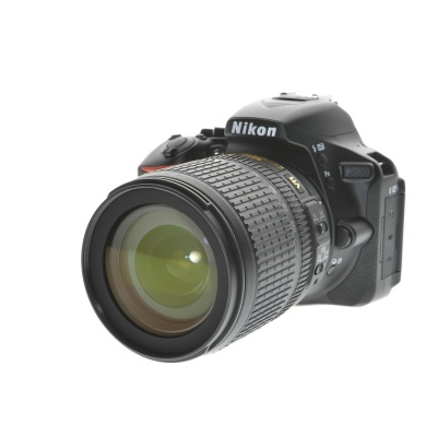 Nikon D5600, 18-105mm VR (24.20MP, 5FPS, Wi-Fi)