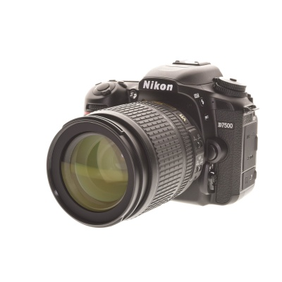 Nikon D7500 Kit (18 - 105 mm, 21.51MP, 8FPS, WiFi)